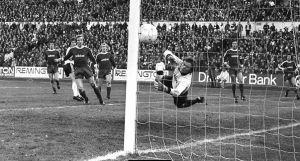 Desafiando o Gigante: a maior atuação do Eintracht Frankfurt na história da Bundesliga