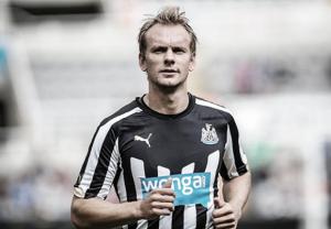 Varapalo para el Newcastle: De Jong, varios meses de baja por lesión