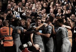 Una larga noche de Copas ahoga las penas del Newcastle