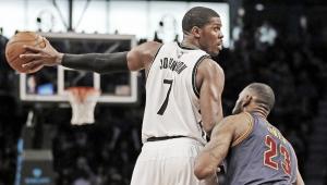 Joe Johnson adelanta a Kobe Bryant en la lista de máximos triplistas históricos