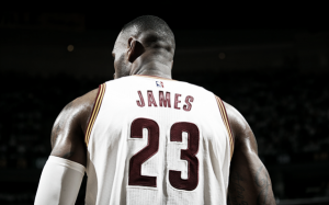 LeBron James supera a Jerry West en la lista de máximos anotadores en playoffs