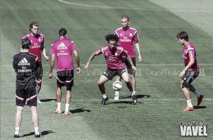 El Real Madrid completó el primer entrenamiento de la semana sobre el césped del Bernabéu