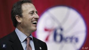 """Josh Harris, propietario de los Sixers, """"contento"""" con el proceso de reconstrucción"""
