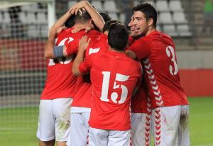 El Real Murcia alcanza el liderato con otra victoria