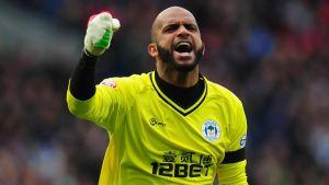 Celtic Eyeing Up Al Habsi Move