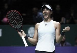 WTA Finals: Caroline Garcia shocks Caroline Wozniacki and tops the White Group