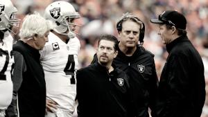 Com lesão nas costas, QB Derek Carr desfalcará Raiders de duas a quatro semanas