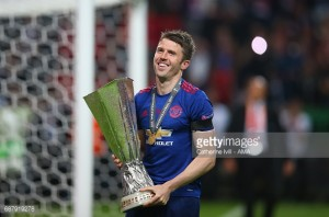 Michael Carrick extends Man United contract to June 2018 ahead of testimonial