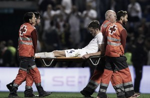 Michael Carrick stretchered off against Spain, fears of ligament damage