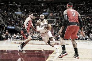 LeBron James se impone a los Raptors