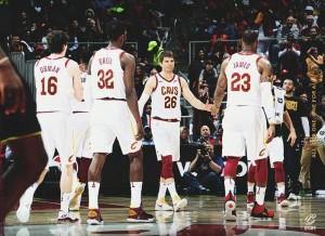 NBA - Korver è mortifero dall'arco e guida i Cavs alla vittoria; affermazione casalinga per i 76ers sui Pelicans