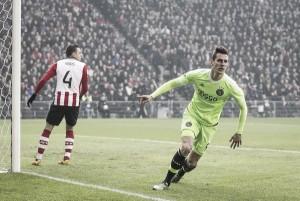 Fora de casa, Ajax bate PSV e assume liderança da Eredivisie