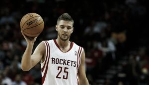 Houston no ejerce su opción de equipo sobre Chandler Parsons