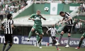 Botafogo recebe Chapecoense no Nilton Santos com equipes em momentos distintos