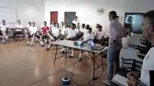 Fernández Borbalán explica a la plantilla del Almería las novedades en el reglamento para la temporada 2014/2015
