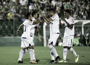 Fábio fecha gol, Cruzeiro bate Chapecoense e se mantém no G-6