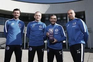 Hughton, mejor entrenador de la Premier League del mes de febrero