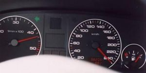 Detenido tras grabarse conduciendo a 240 km por hora