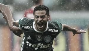 Em troca com Palmeiras, Vitória confirma chegada de Cleiton Xavier