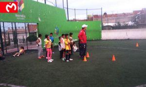 Monarcas imparte clínicas de futbol en las colonias