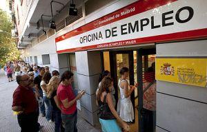 El paro cae y el empleo registra su mejor dato en una década