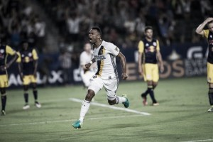 Los Angeles Galaxy score two late goals to draw even with New York Red Bulls
