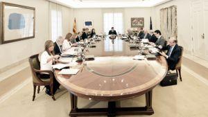 El gobierno prevé un leve crecimiento económico para 2015