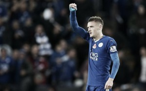 Vardy commits long-term future to Foxes