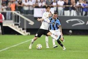 Corinthians busca ampliar vantagem no topo em duelo contra Grêmio