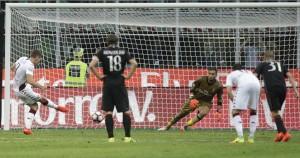 Il Milan vince a fatica contro il Torino: tripletta di Bacca, Donnarumma para un rigore a tempo scaduto
