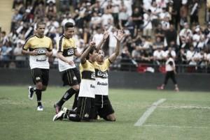 Sem pretensões, Criciúma bate e complica Vasco na briga pelo acesso