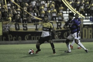 """Deivid lamenta revés do Criciúma contra Atlético Tubarão: """"Caímos a produção no segundo tempo"""""""