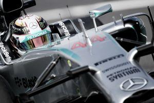 Lewis Hamilton reina en el caos de Suzuka