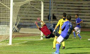 El San Fernando golea y agrada a su afición