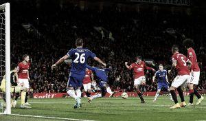El Manchester United rescata un punto con poco fútbol y mucho corazón
