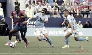 El Levante UD gana, pero Longo aplaza el alirón
