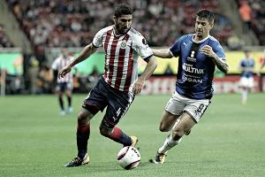 Chivas sigue sin despertar y reparte puntos con Querétaro