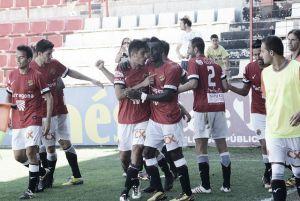 Nàstic 2-1 L'Hospitalet: los granas se llevan los tres puntos en el último suspiro