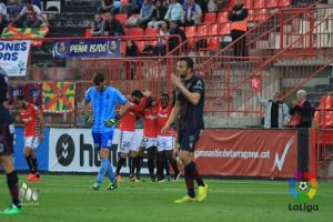 Al Nàstic le sirve una buena primera mitad para superar al Huesca