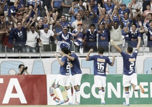 Show de Goulart e goleada fresca na memória: Universidad de Chile cai de novo em grupo do Cruzeiro