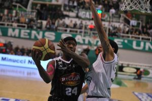 Siena crolla con Caserta, Milano lancia Hackett