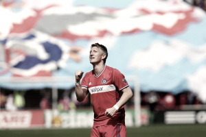 Bastian Schweinsteiger extends his stay in Chicago