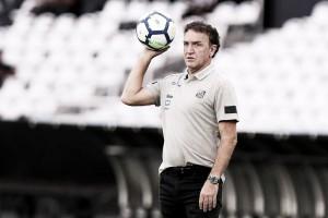 """Após empate com Botafogo, Cuca exalta defesa santista: """"A zaga foi bem"""""""