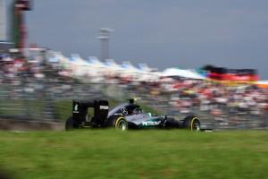 Suzuka, FP3: Rosberg in testa, insegue Ricciardo