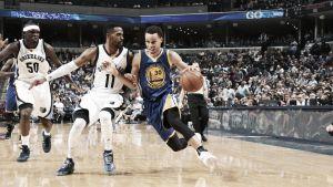 Un Curry imparable conduce a los Warriors a las finales de conferencia