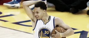 Curry, multado por 'flopping'