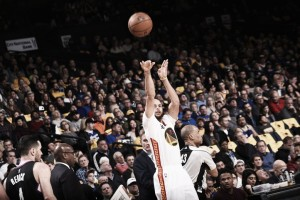 Stephen Curry, Golden State Warriors blow by Los Angeles Clippers, winning 144-98