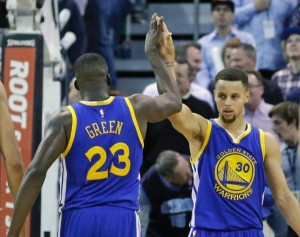Golden State Warriors Stay Perfect, Defeat Utah Jazz 106-103