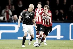 Com dois gols de Lewandowski, Bayern passa pelo PSV e garante classificação