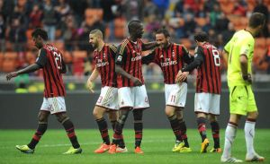 Il Milan vince e aggancia il Parma sconfitto dall'Inter
